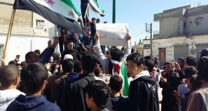 من مظاهرات الحولة بريف حمص في جمعة تجديد العهد.