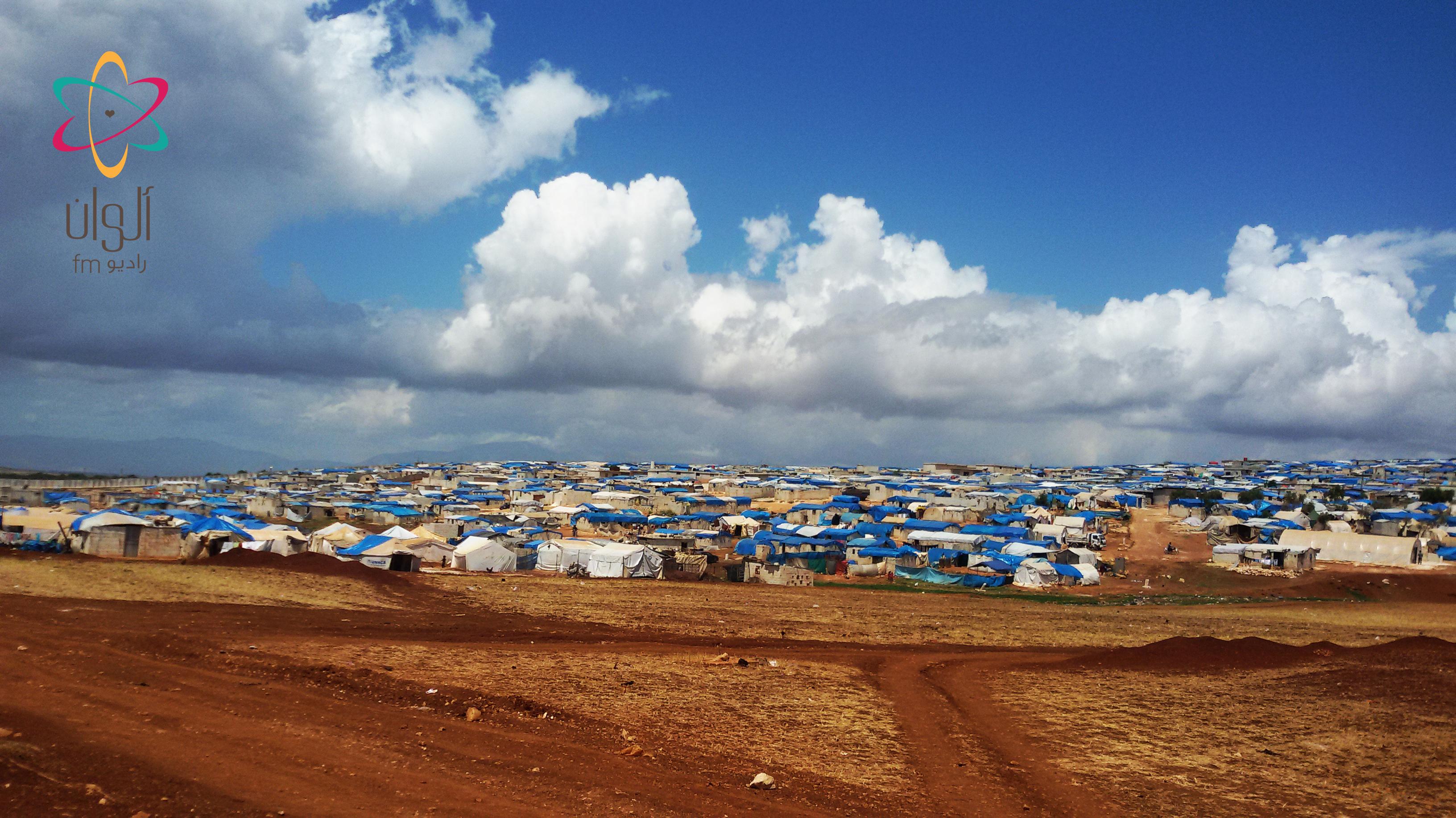 تجمع مخيمات أطمة على الحدود السورية التركية/5 أيار 2016/بعدسة أبو العلاء الحلبي مراسل راديو ألوان في حلب وريفها.