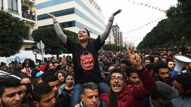 توسع رقعة الاحتجاجات على رفع الأسعار والضرائب في تونس