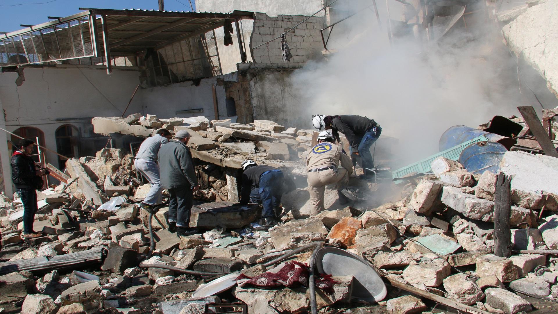 مقتل امرأة وطفل بقصف روسي على ريف إدلب الغربي