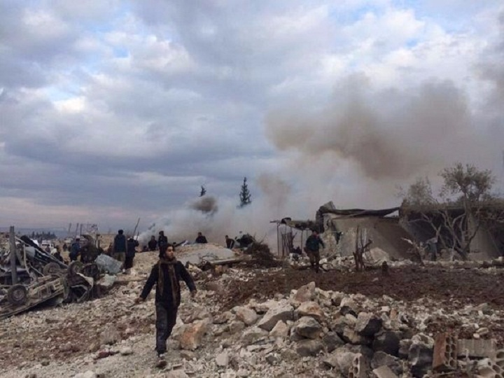 قتيلان وجرحى بقصف روسي على بلدة حزانو في إدلب