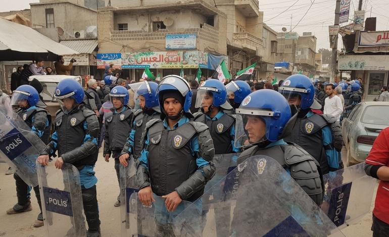 شرطة كفرومة تمنع التجمعات المدنية في البلدة حفاظاً على سلامة المدنيين
