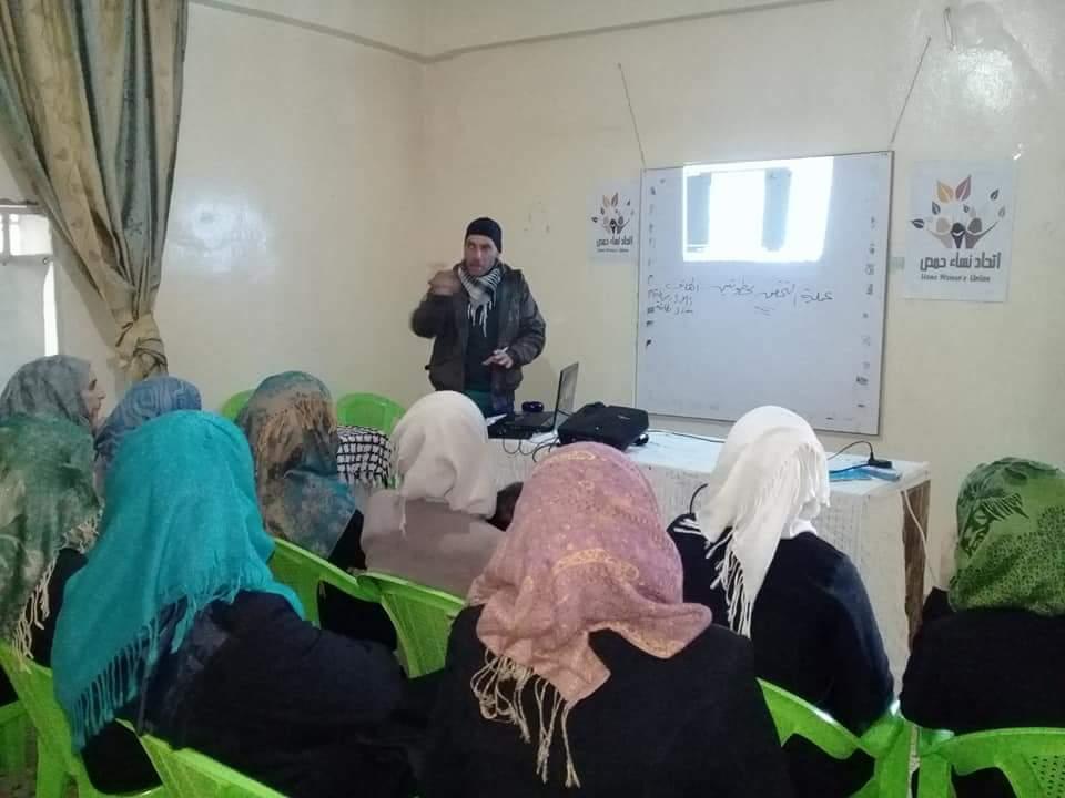 الاتحاد النسائي في الرستن بحمص يقيم دورات مهنية للنساء